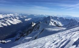 Zjazd na nartach północną ścianą Mont Blanc
